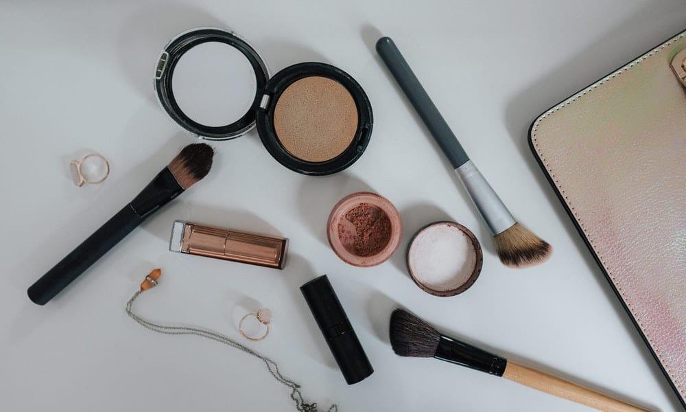 ¿Aún no has descubierto el maquillaje bio? ¡Te lo contamos todo!